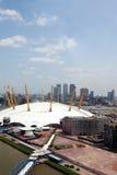 UK, Anglia, Londyn, 02 arena i Canary Wharf linio horyzontu, Obrazy Royalty Free