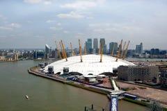 UK, Anglia, Londyn, 02 arena i Canary Wharf linio horyzontu, Zdjęcie Royalty Free