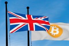 UK-flagga och Bitcoin flagga Arkivbild