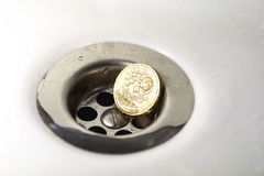 UK Funtowa moneta w Srebnym zlew odcieku Zdjęcia Stock