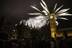 UK - Händelser - ` s Eve Fireworks för nytt år Royaltyfria Bilder