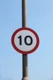 UK hastighetsbegränsningtecken för 10 mph Royaltyfria Bilder