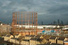 UK, Londyński Owalny Gasholder w miasto widoku Fotografia Royalty Free