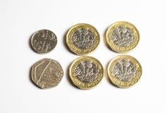UK-pengar, fyra pund 25 encentmynt är förhöjningen i regeringtillståndsålderspensionen för 2019 arkivbilder