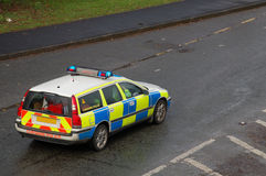 UK police vehicle. On a wet road with the blue lights on Stock Photography