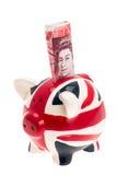 UK sjunker det piggy porslinet packar ihop med sedeln Royaltyfri Fotografi