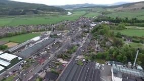 UK Szkocja powietrznej roztoki Speyside Pojedynczy Słodowy Whisky Wlec destylarni wioskę zbiory wideo