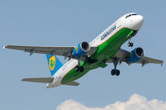 UK-32019 Uzbekistan Airways, Airbus A320-214 Stock Image