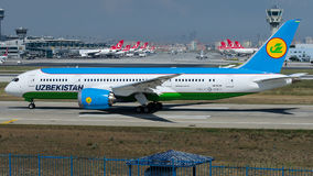UK-78701 Uzbekistan Airways, Boeing 787-8 Dreamliner Imagens de Stock Royalty Free