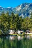 Ukanc het kamperen plaats op Bohinj-meer, Slovenië Royalty-vrije Stock Afbeelding