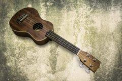 Ukelele Hawaiiaanse gitaar op witte achtergrond Stock Fotografie