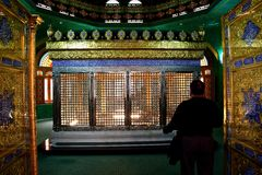 Ukeyma Khanum坟茔在Bibi-heybat清真寺 免版税图库摄影