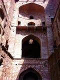 Łuki Agrasen ki Baoli (kroka well) Zdjęcia Royalty Free