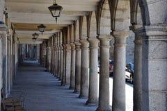 Łuki i lampiony stary budynek obraz stock