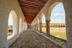 Łuki przy klasztorem Izamal Meksyk Zdjęcia Royalty Free