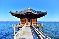 Ukimido świątynia unosi się na Biwa jeziorze obraz royalty free