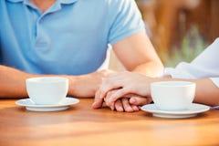 ukochany daje romantycznym potomstwom jego mężczyzna momentu pierścionkowi Obrazy Royalty Free
