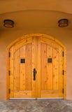 łukowaty drewniane drzwi Fotografia Royalty Free