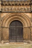 łukowaty katedralny drzwi obrazy stock