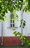 Łukowaty okno stary budynek Fotografia Royalty Free