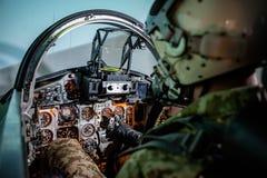 Ukraińscy piloci uzupełniający lotniczy ćwiczenia wojskowe fotografia stock
