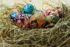Ukraińscy Wielkanocni jajka na słomie Obrazy Royalty Free