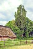 Ukraińska drewniana stajnia Pokrywam strzechą blokuję up Fotografia Royalty Free