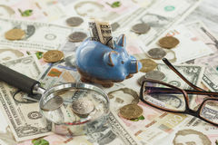 Ukraiński hryvnia i amerykanina ` s dolary z i - szkło Obraz Royalty Free