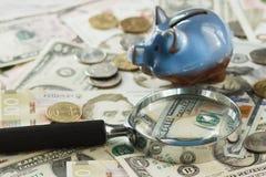 Ukraiński hryvnia i amerykanina ` s dolary z prosiątko bankiem Obrazy Royalty Free