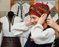 Ukraińska kobieta w tradycyjnej szacie Fotografia Stock