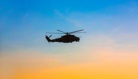 Ukraiński wojsko helikopter patroluje teren antiterrori Zdjęcia Stock