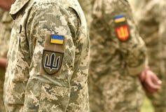 Ukraina łaty flaga na wojsko mundurze Ukraina wojskowy uniform UK zdjęcie stock