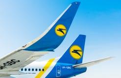 Ukraina Borispol Kiel och winglets Boeing 737 med logoen av flygbolaget i Borispol den internationella flygplatsen Arkivfoto