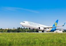 Ukraina Borispol - MAJ 22: Boeing 737 tar av på den internationella flygplatsen Borispol på Maj 22, 2015 i Borispol, Ukraina Arkivfoto