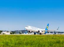 Ukraina Borispol - MAJ 22: Boeing 737 tar av på den internationella flygplatsen Borispol på Maj 22, 2015 i Borispol, Ukraina Arkivfoton