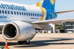 Ukraina Borispol - MAJ 22: Detalj av Boeing 737-500 på Borispol den internationella flygplatsen på Maj 22, 2015 i Borispol, Ukrai Arkivbilder