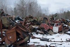 Ukraina Chernobyl niedopuszczenia strefa - 2016 03 20 zaniechani promieniotwórczy pojazdy Obrazy Royalty Free