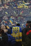 Ukraina flagga i massmanifestation arkivbilder