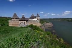 Ukraina, Hotinskaya forteca pod niebieskim niebem na Maju 3, 2015 zdjęcie royalty free