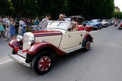 UKRAINA, KAMYANETS-PODILSKY - CZERWIEC 06, 2009 Retro Samochodowy festiwal w Kamyanets-Podilsky, Ukraina Zdjęcie Stock