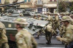 Ukraina Kiev, Augusti 24, 2016 Militären ståtar hängivet till självständighetsdagen av Ukraina Royaltyfri Fotografi