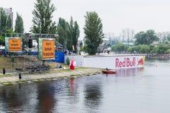 UKRAINA KIEV Juni 02 Red Bull Flugtag Royaltyfri Foto