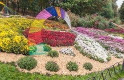 UKRAINA KIEV: på Spivoche Pole, en utställning av blommor Royaltyfri Foto