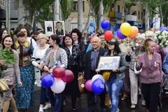 Ukraina, Kijów - 05 9 2016: Ludzie świętują dzień zwycięstwo w ulicach miasto, militarny muzyk Zdjęcia Stock