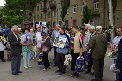Ukraina, Kijów - 05 9 2016: Ludzie świętują dzień zwycięstwo w ulicach miasto, militarny muzyk Fotografia Stock