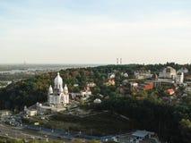 Ukraina Kijów, Wrzesień, - 17, 2017: Piękny jesieni miasta krajobraz z niedokończoną świątynią pokój, miłość i jedność na, zdjęcie royalty free