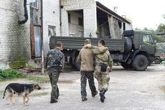 Ukraina Lugansk region , 7 2016 Październik żołnierze trzy osoby Zdjęcia Stock