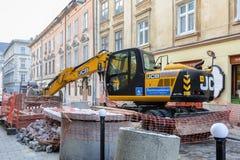 Ukraina Lviv - December, 17, 2016: Reparation av akvedukten i th Royaltyfria Foton
