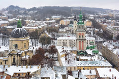 Ukraina Lviv - December, 15, 2016: Vinterdag i Lviv Sikt av Fotografering för Bildbyråer