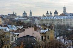 Ukraina Lviv - December, 17, 2016: Vinterdag i Lviv Sikt av Arkivbilder